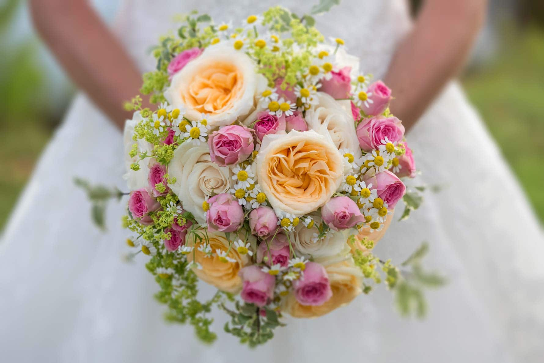 Carrie-Ann's bouquet at her Mallorca wedding in Capdepera