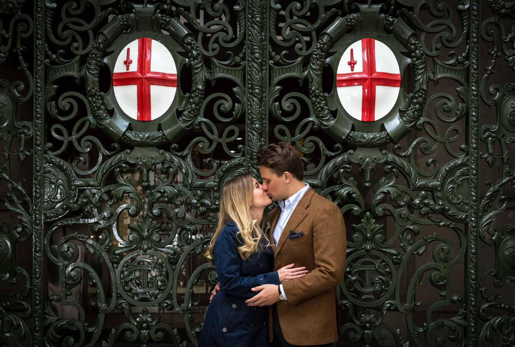 Kissing in front of the entrance gates of The Royal Exchange