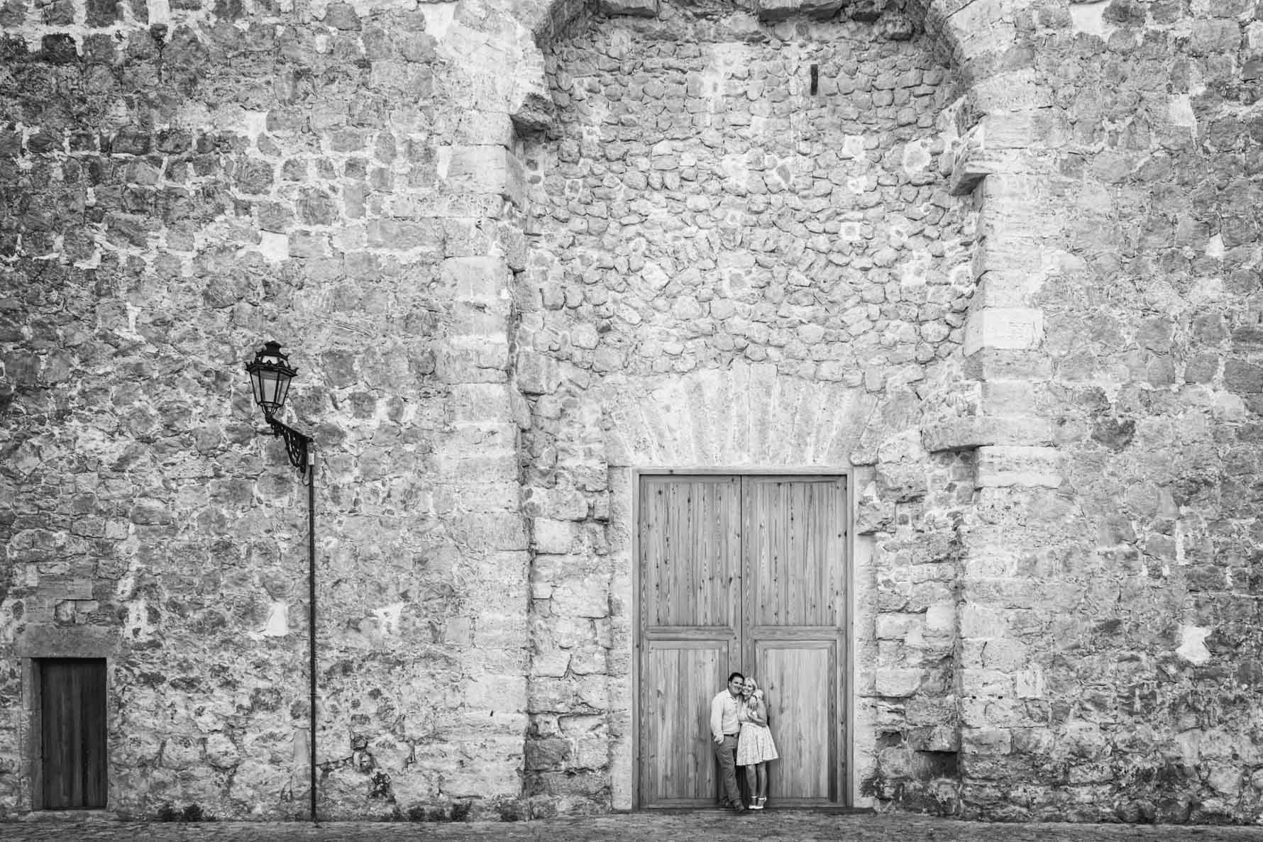 Engagement photoshoot in front of La Cartuja, Valldemossa 1