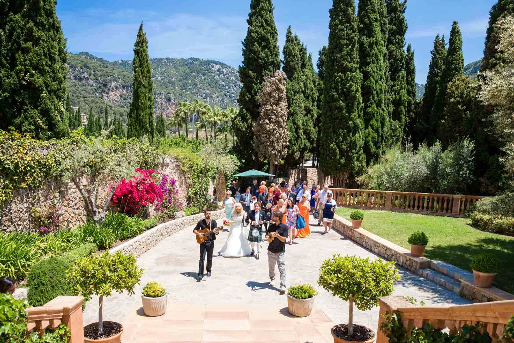 Guest at the Valldemossa Hotel wedding