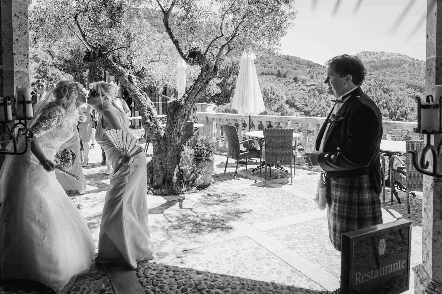 Welcoming guest at their Mallorca wedding at the Valldemossa Hotel