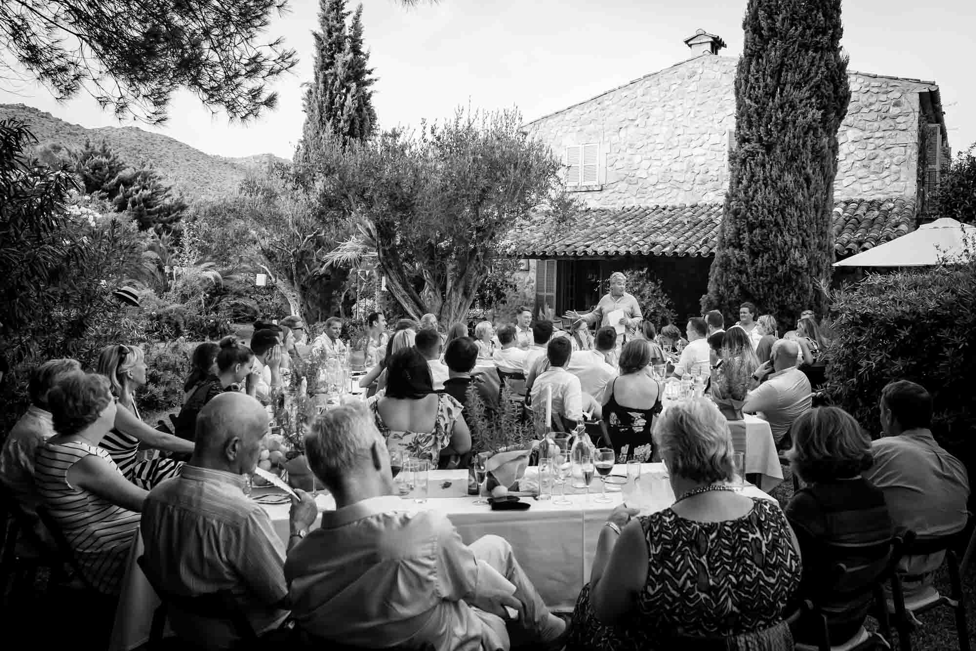 The guests all listen to the father-of-the-bride speech at a Mallorca villa wedding