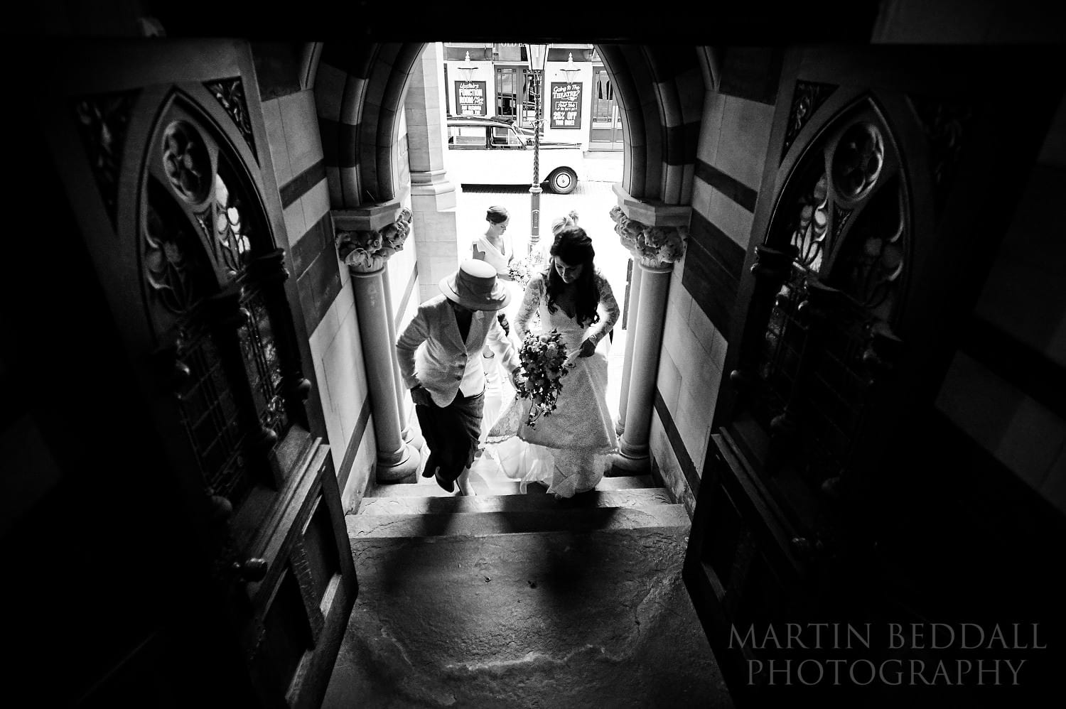 Bride and her mother enter Northampton Guildhall