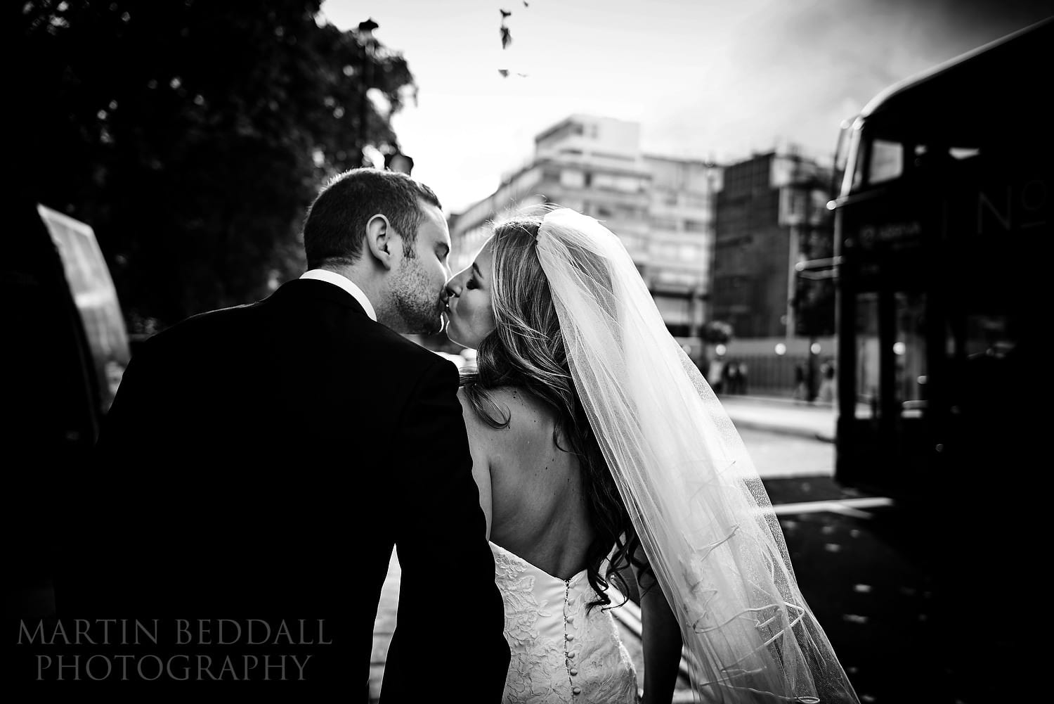 London wedding photography kiss