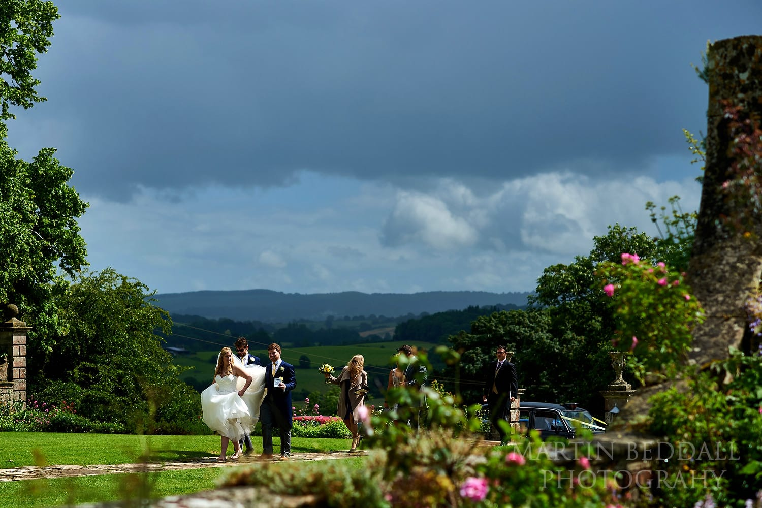 Bride and groom arrive at Hatch House