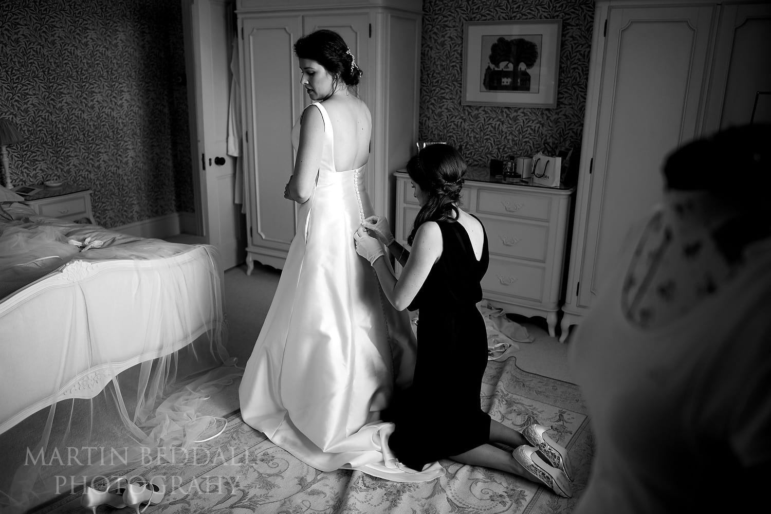 Fastening up the bride's dress