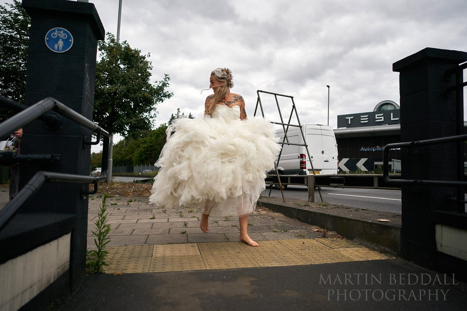 Barefoot bride beside the Hogarth roundabout